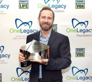 Aaron Mendelsohn accepts the Donate Life Hollywood Inspire Award on behalf of David Shore, creator of The Good Doctor.